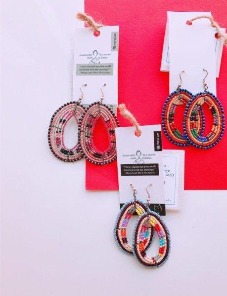 画像1: ビーズティアドロップピアス☆ケニアのマサイ民族のお母さんの手作りアクセサリー☆ (1)